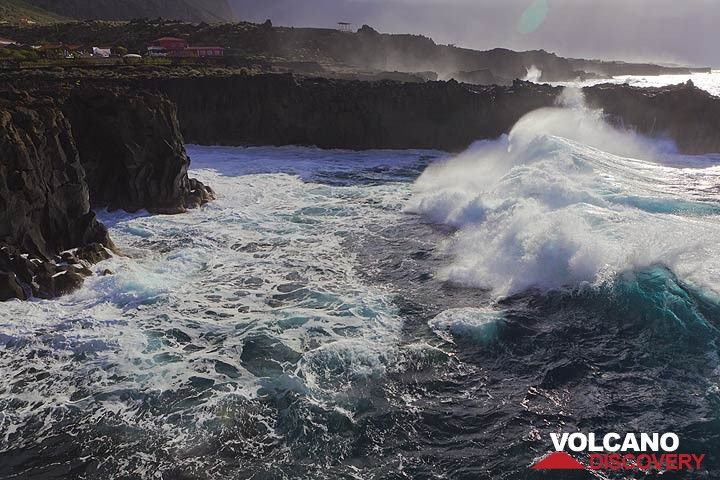 Big surf at the west coast of El Hierro Island. The coast is formed by Holocene basalt lava flows forming a plateau that is exposed to the full force of the ocean waves. (Photo: Tom Pfeiffer)