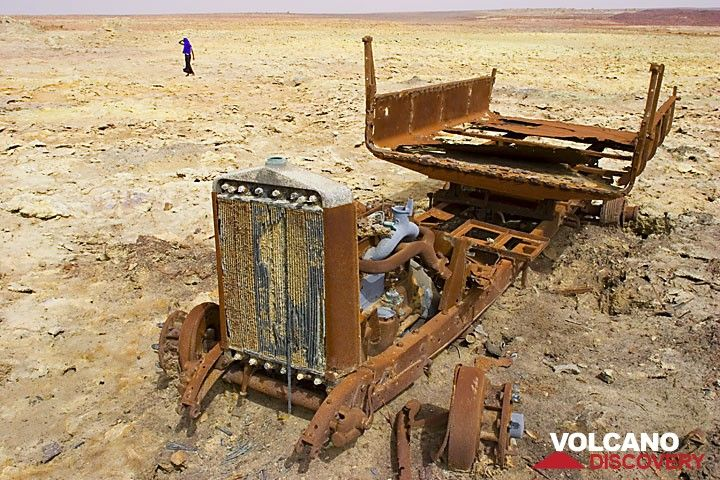 Rusting remnants of an old truck at Dallol, Ethiopia (Photo: Tom Pfeiffer)