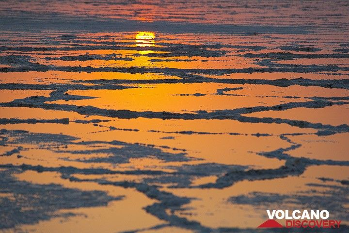 Sunrise over the great salt lake Assale near Dallol (Photo: Tom Pfeiffer)