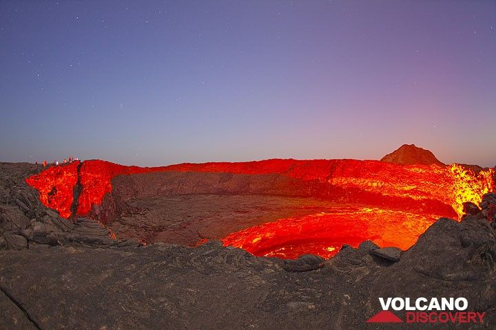 Lights of dusk and lava glow (Photo: Tom Pfeiffer)