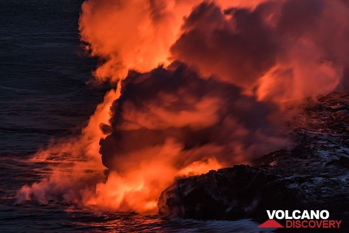 Lava flowing into the Pacific Ocean at Kilauea volcano, Hawai'i (Photo: Tom Pfeiffer)
