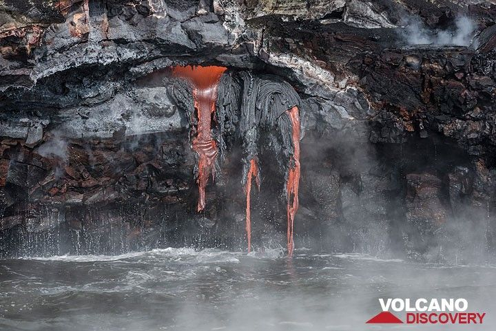 An exposed small lava tube feeds 3 streams of lava pouring onto the shore at Kilauea volcano's Kamokuna ocean entry in Nov 2016. (Photo: Tom Pfeiffer)
