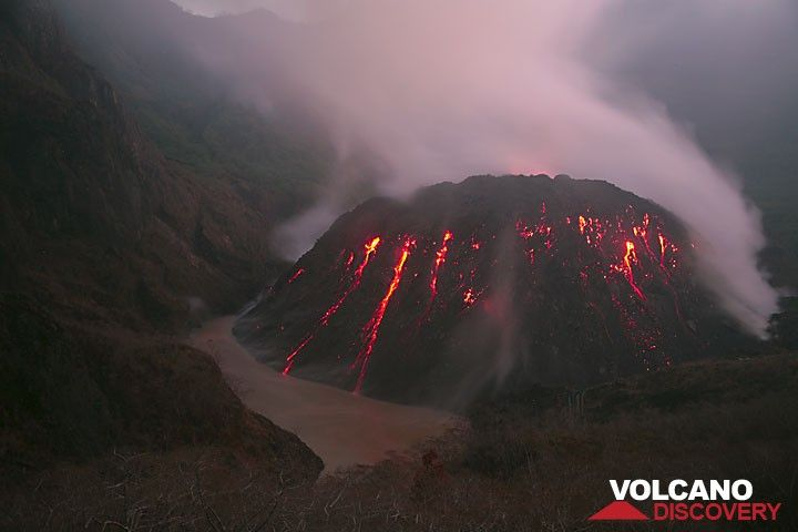 Le dome de lave du volcan Kelut, Java orientale (Photo: Tom Pfeiffer)