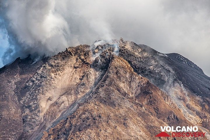 Zoom onto the active lava dome. (Photo: Tom Pfeiffer)