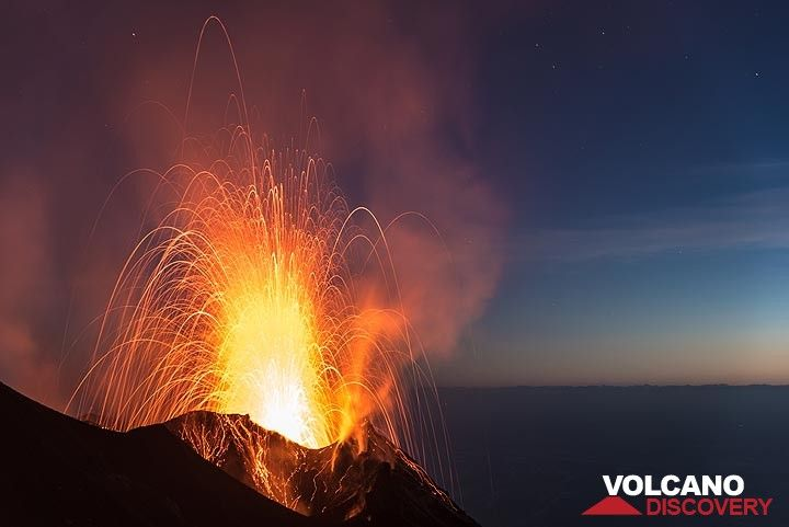 Strong strombolian explosion from Stromboli's NE crater on 8 June 2017 (Photo: Tom Pfeiffer)