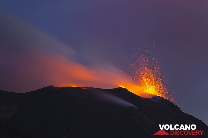 Typical, small strombolian eruption from Stromboli volcano, Eolian Islands, Italy (Photo: Tom Pfeiffer)