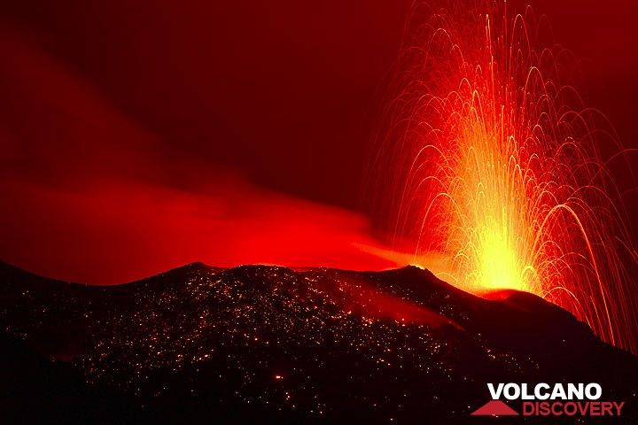 "Typical ""normal"" strombolian eruption from a vent of the NW crater at night. (Photo: Tom Pfeiffer)"