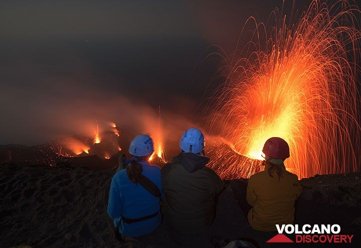 Part of our group having a great time watching the very frequent eruptions. (Photo: Tom Pfeiffer)