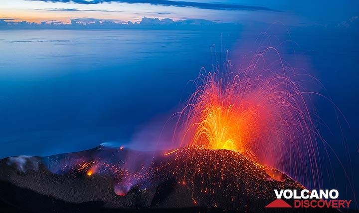 Eruption from Stromboli's NE cone (20 Jan 2019) (Photo: Tom Pfeiffer)