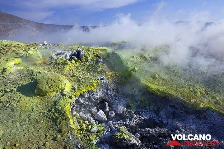 Fumarole at the crater of La Fossa volcano, Vulcano Island, Eolian Islands, Italy (Photo: Tom Pfeiffer)
