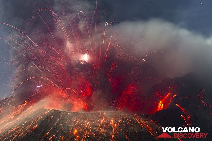Sakurajima, Japan, July 2013: The largest explosion observed from close occurred at 23h33 (14:33 UTC) - although the eruption was not mentioned in Tokyo's VVAC, the ash plume was the at least as large as the larger ones previously observed. The eruption lasted more than 2 minutes, starting with an initial explosion and continuous lava and ash fountains afterwards. The plume darkened the sky of the whole eastern area for the rest of the night. (Photo: Tom Pfeiffer)