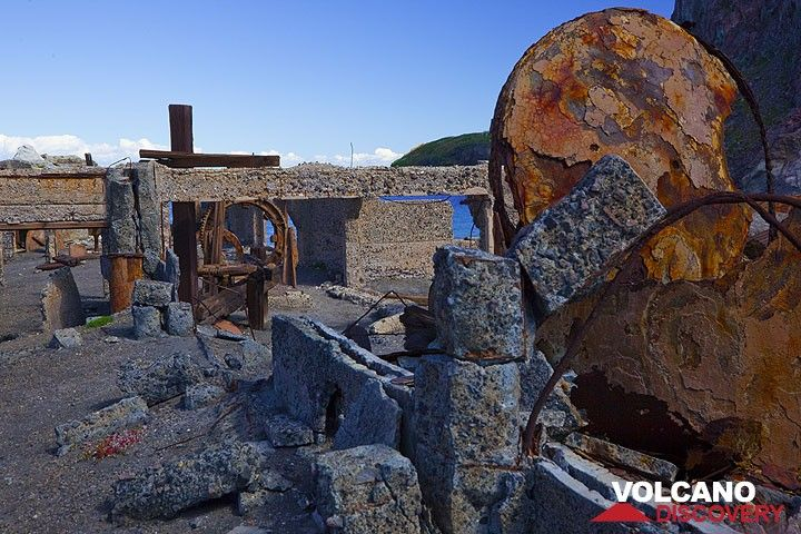 Remains of sulfur processing factory, White Island volcano, New Zealand (Photo: Tom Pfeiffer)