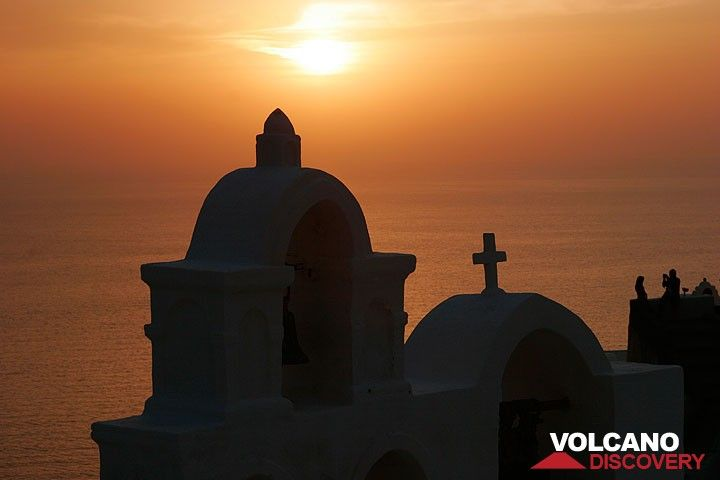Sunset mood in Oia (Photo: Tom Pfeiffer)