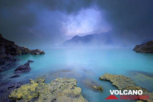 Kawah Ijen crater lake (East Java, Indonesia) (Photo: Roland Gerth)