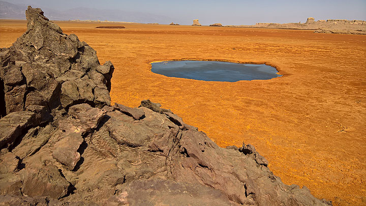 Black lake at Dallol, Ethiopia (early Jan 2017) (Photo: Jens-Wolfram Erben)