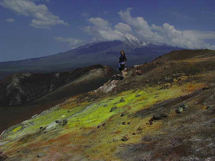On the top of Gorshkova volcano. Tolbachik in the background. (Photo: Anastasia)