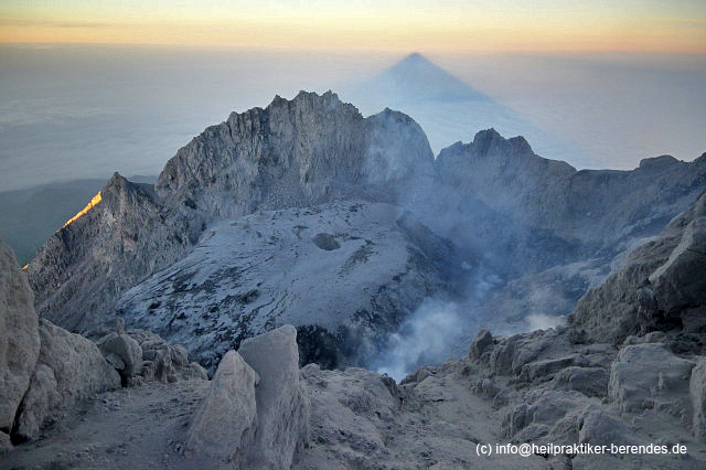 The summit crater of Merapi volcano at sunrise (Photo: Dietmar)
