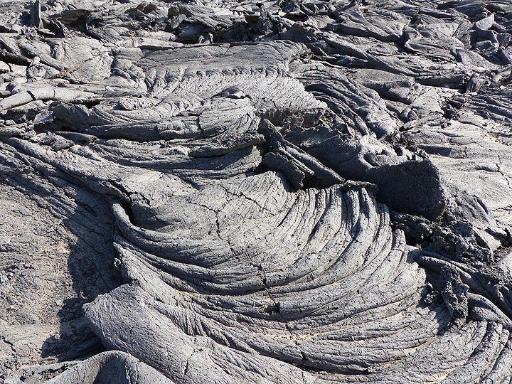 DAYS 5-6-7: Intricate textures of the folded and twisted crust of older pahoehoe lavas that cover the caldera floor (Photo: Ingrid)