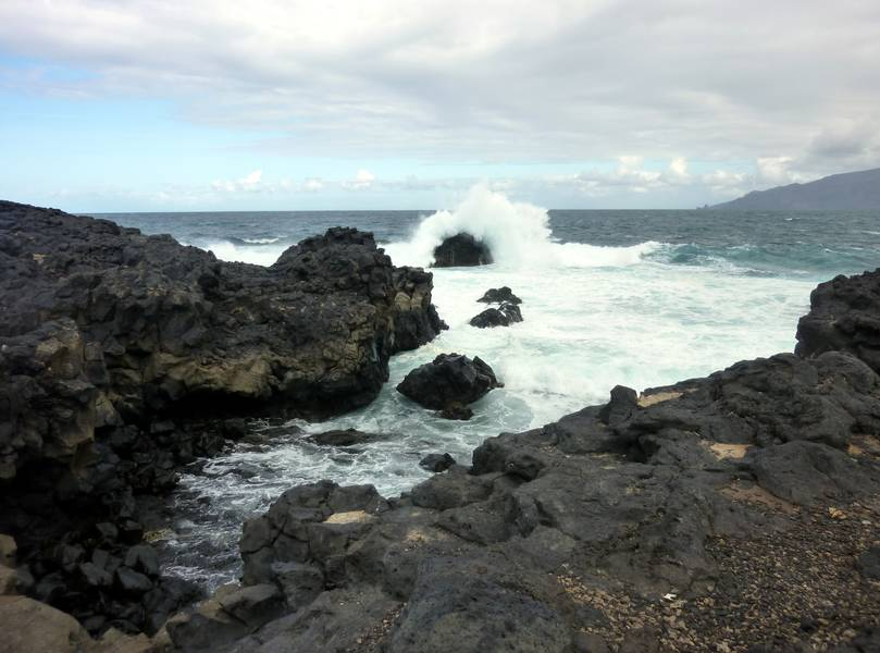 Volcanic rocks breaking the waves on the coast of El Hierro, Canary islands (Photo: Janka)