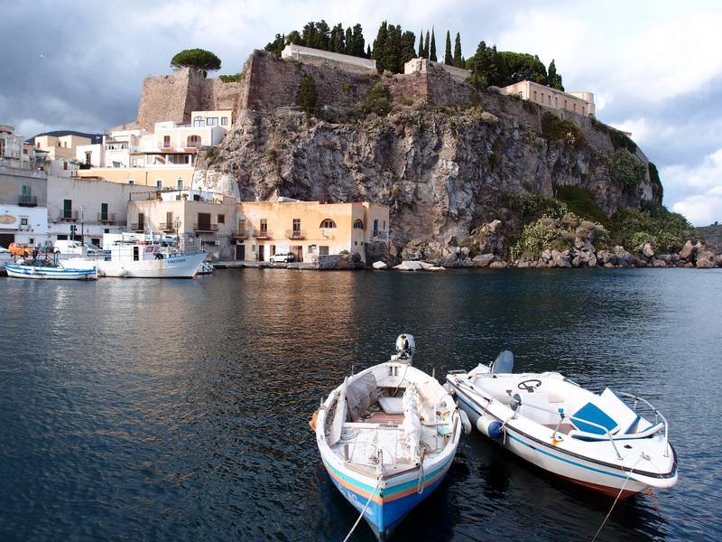 View on the castle from Marina corta harbour, Lipari island, Italy (Photo: Janka)