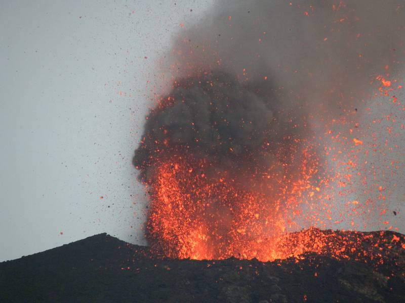 Eruption at Stromboli volcano, Italy (July 2012) (Photo: LaurentLupini)