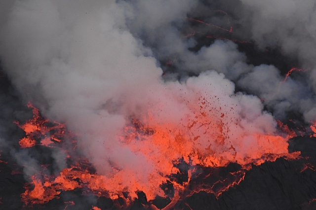 Violent degassing on the surface of the lava lake (Photo: Michael Wareham)