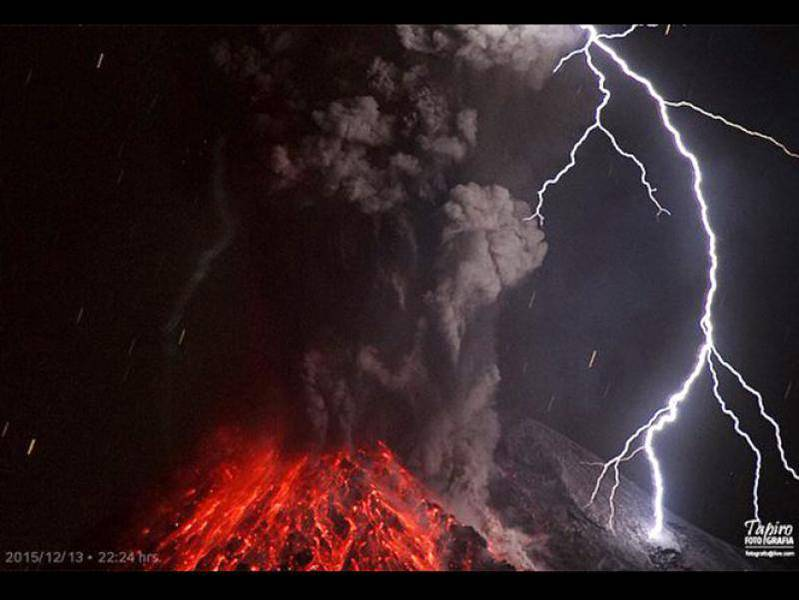 Volcanic eruption lightning during a vulcanian eruption of Colima volcano (Mexico) on 14 Dec 2015 (Photo: Tapiro)