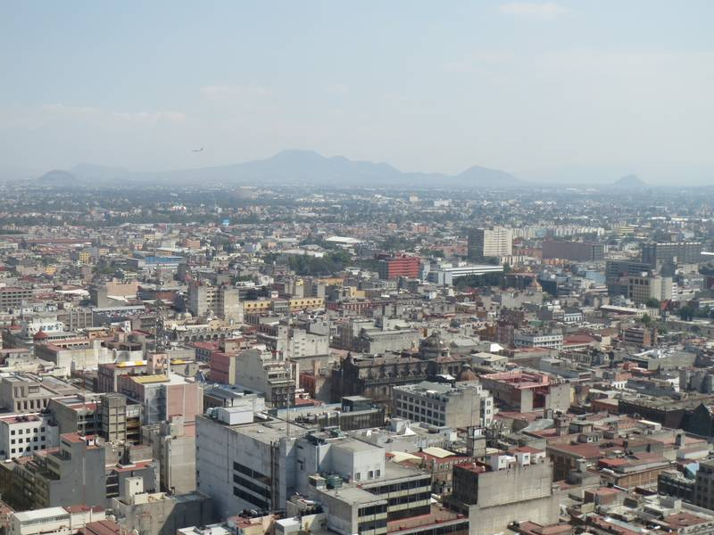 Volcanic cones and craters in the Mexico City urban area, southeast view from Mirador Torre Latino (Photo: WNomad)