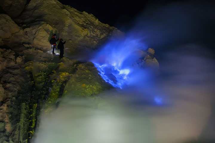 Ijen's blue flames (Photo: Uwe Ehlers / geoart.eu)