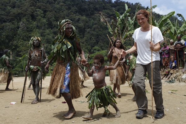 Eva learns the local Anga dance in one the remotest regions of Papua New Guinea (Photo: ulla)