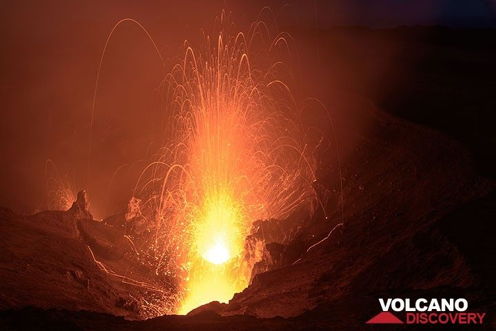 A rather strong eruption from Yasur volcano's south crater at night. (Photo: Tom Pfeiffer)
