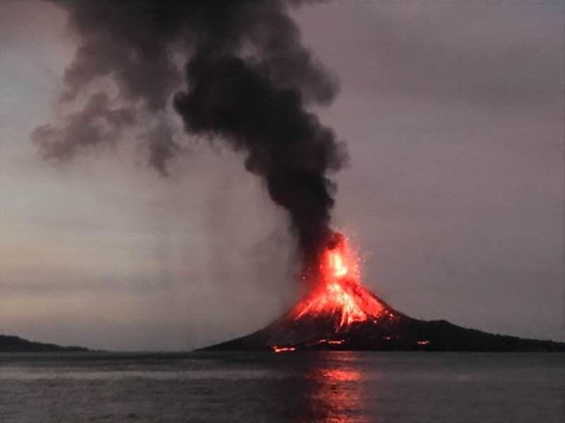 Krakatoa Volcano Sunda Strait Indonesia Eruption Tsunami Dec